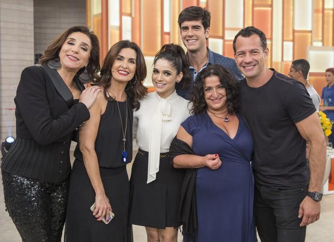 Fátima com o elenco de 'Haja Coração' (Foto: Fábio Rocha/Gshow)