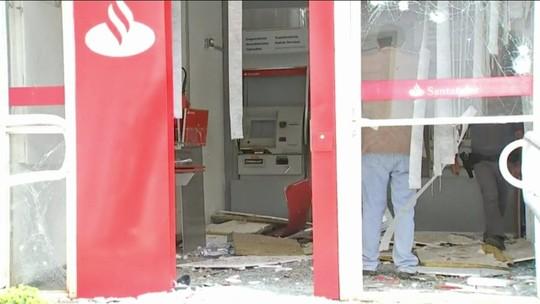 Bandidos explodem caixas eletrônicos das únicas agências de Pilar do Sul