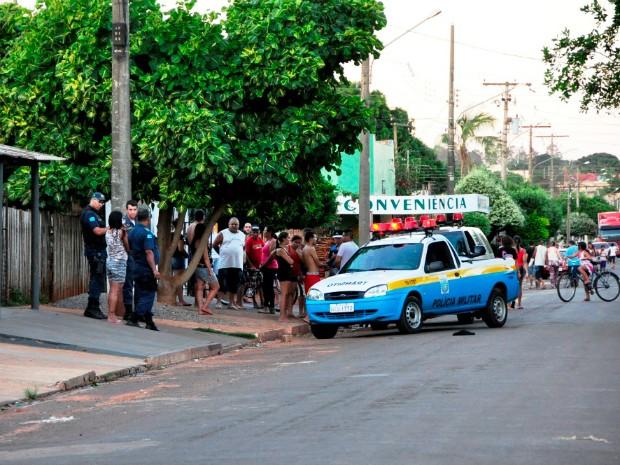 Homicídio Nova Andradin (Foto: Márcio Rogério de Souza/ Nova News)