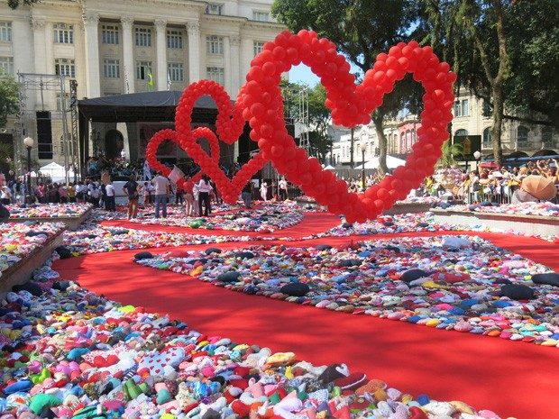 Ação do Coração coloriu a Praça Mauá, em Santos, SP (Foto: Anna Gabriela Ribeiro / G1)
