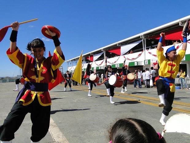 Apresentação musical durante Festival do Japão Brasília  (Foto: Nelson Uema/Divulgação)