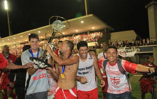 Goleiro Tiago foi o herói da conquista do CRB (Foto: Ailton Cruz/ Gazeta de Alagoas)