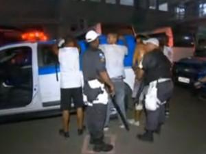 Clássico entre Vasco e Fluminense teve mais de 120 detidos por brigas no entorno do Engenhão (Foto: reprodução / TV Globo)
