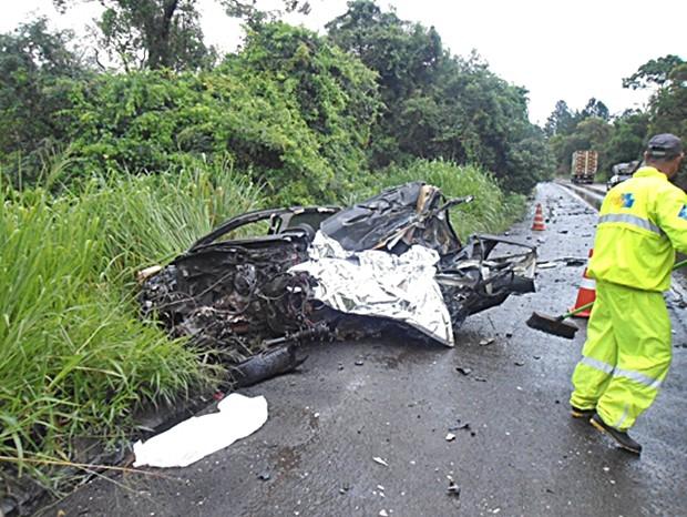 Motorista do carro morreu no local após batida, diz polícia (Foto: Arquivo Pessoal/Diego Oliveira)