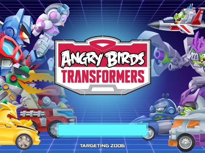 Testando o novo jogo de Angry Birds, diretamente de Cybertron (Foto: Reprodução / Dario Coutinho)