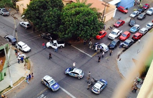 Homem de 45 anos sofreu tentativa de homicídio no setor bueno em Goiânia, Goiás (Foto: Reprodução/TV Anhanguera)