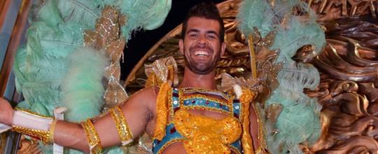 Borat do 'Amor & Sexo' chama atenção em desfile na Sapucaí: 'Gosto de usar saia'