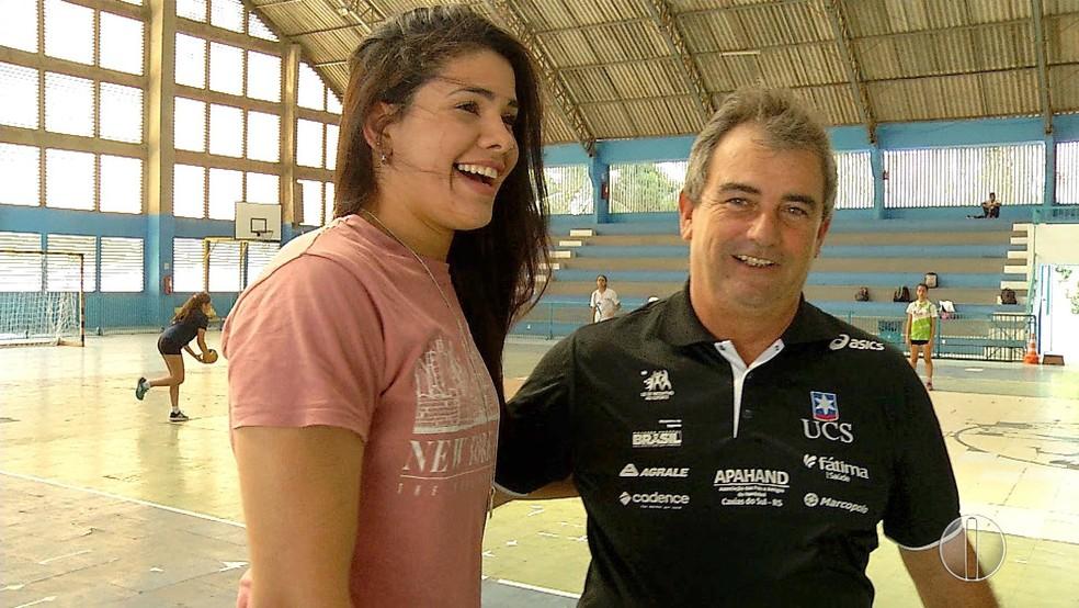 Samara da Silva e Flávio Tinoco: relação de pai e filha, dentro e fora das quadras (Foto: Reprodução)