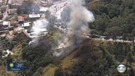 Mata pega fogo às margens da BR-356, no bairro Santa Lúcia, na Região Centro-Sul de BH