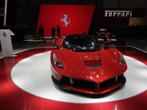 Ferrari apresenta a híbrida LaFerrari (Foto: Denis Balibouse/Reuters)