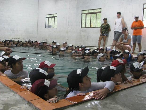 Treinamento na piscina (Foto: Pâmela Kometani/G1)