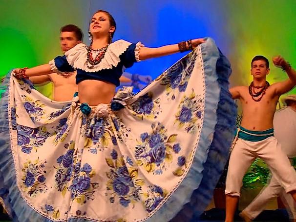 No noroeste do RS, crianças e jovens mantêm tradição europeia (Foto: Globo)