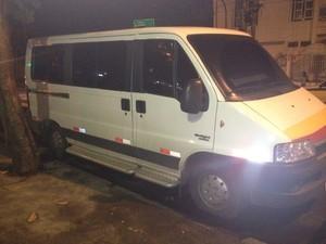 Van onde o crime teria ocorrido (Foto: Lívia Torres/G1)