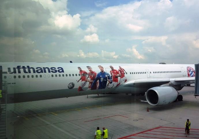 BLOG: Bayern de Munique embarca para os Estados Unidos em avião personalizado