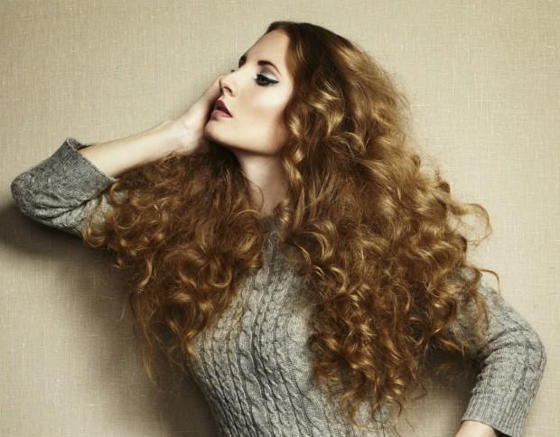 4 regras essenciais que toda mulher com cabelos enrolados deve seguir