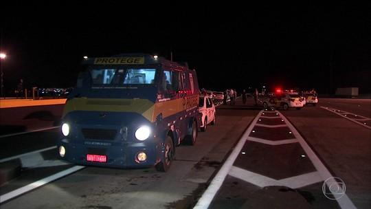 Quadrilha que atacou carros-fortes deixou dinamites em carro de policial