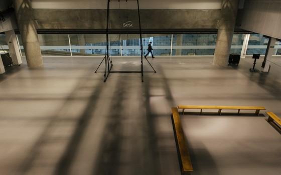 Um dos pisos do Sesc 24 de Maio. A amplitude dos espaços lembra praças de concreto (Foto: Felipe Redondo)