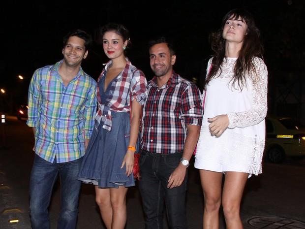 Armando Babaioff, Sophie Charlotte e Thaila Ayala em festa no Rio (Foto: Alex Palarea/ Ag. News)
