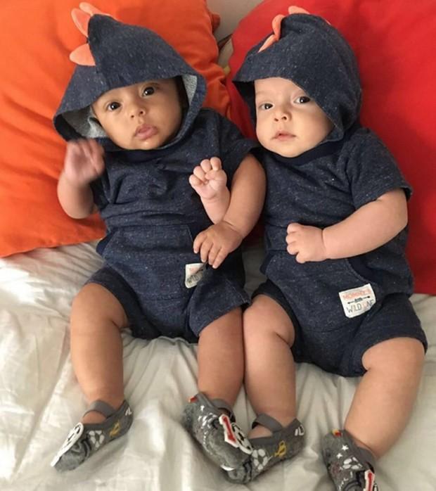 José e Francisco, os gêmeos de Bruno Mazzeo e Joana Jabace (Foto: Reprodução/Instagram)