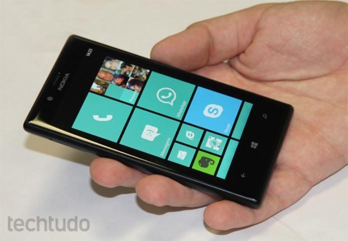 Lumia 720 é um modelo intermediário (Foto: TechTudo)