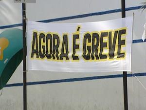 funcionários decretaram greve na manhã desta sexta-feira (6) (Foto: Reprodução/TV Integração)
