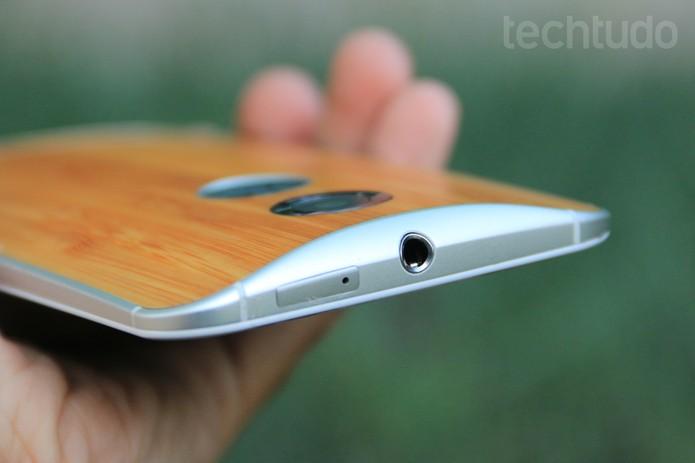 Entrada do chip e de fone de ouvido do novo Moto X (Foto: Lucas Mendes/TechTudo)