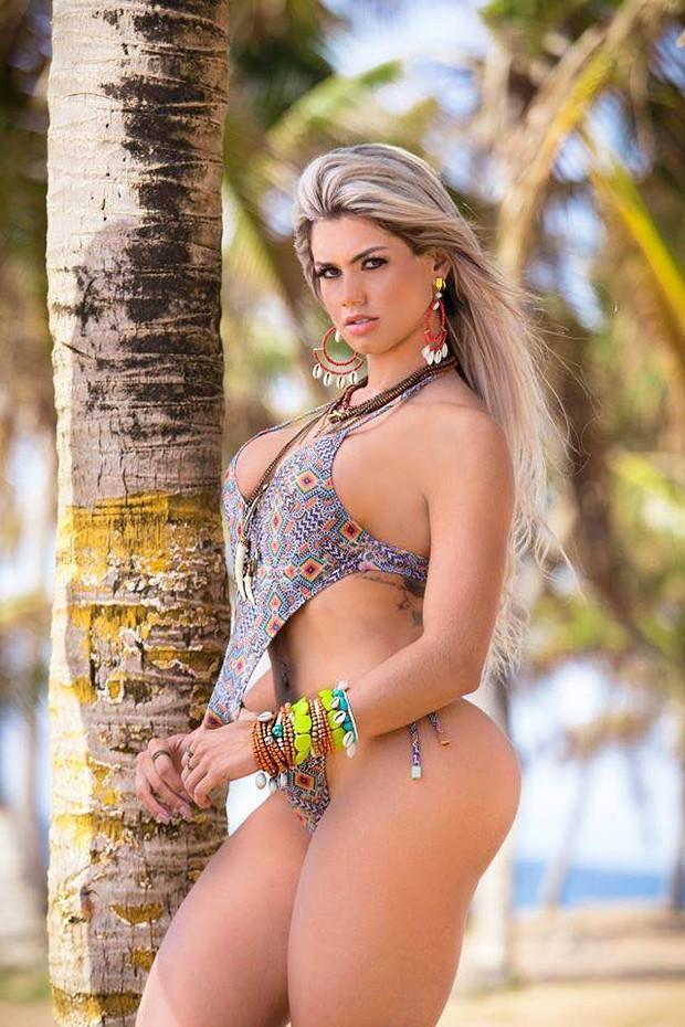 Janaina Santucci posa de maiô (Foto: Bennerlan Diesel/MF Models)