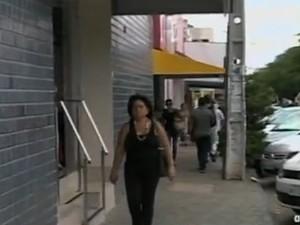 População deve redobrar cuidados durante compras (Foto: Rebrodução/TV Grande Rio)