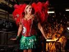 Susana Vieira posa no barracão da Grande Rio e relembra grandes momentos no carnaval