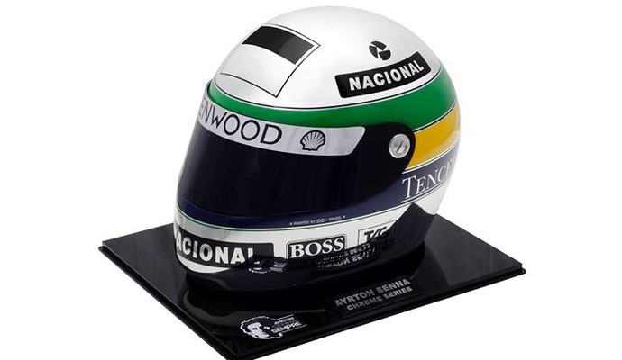 Em março, um capacete prateado feito em tributo ao piloto brasileiro foi vendido por US$ 28 mil (R$ 62 mil)  (Foto: Divulgação )