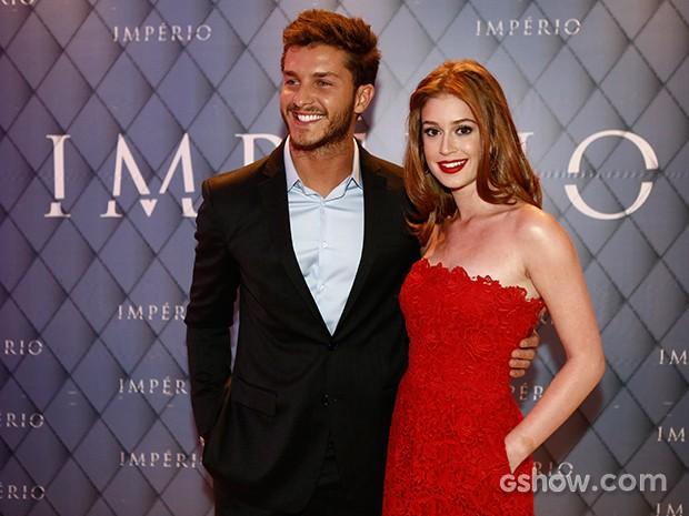 Marina Ruy Barbosa posa ao lado do namorado e ator Klebber Toledo (Foto: Fábio Rocha/ TV Globo)