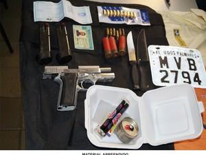 Material apreendido com o suspeito. (Foto: Divulgação/ Ascom PC)