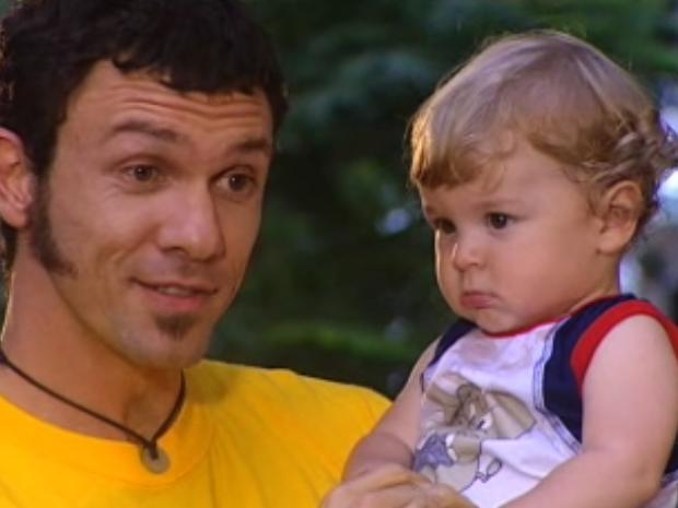 Maurinho pega Bruno e Capitu se desespera (Foto: reproduo/TV Globo)