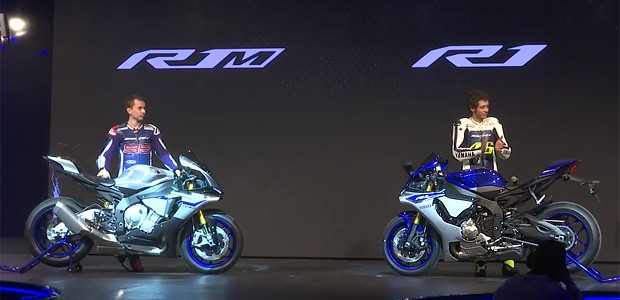Jorge Lorenzo e Valentino Rossi mostram novidades da Yamaha em Milão (Foto: Reprodução / Yamaha)