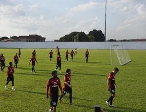 Elenco do Atlético-GO em treino (Foto: Guilherme Gonçalves/Globoesporte.com)