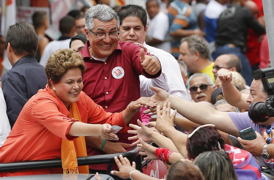 Dilma Rousseff (PT) e Alexandre Padilha (PT) em campanha em Santos