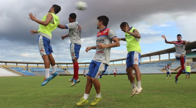 Piauí treinando no Albertão (Foto: Emanuele Madeira/GLOBOESPORTE.COM)