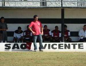 Cristiano Troisi acompanhando partida do São Vicente (Foto: Divulgação / E5 Comunicação)