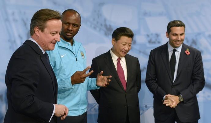 Xi Jinping, David Cameron, Patrick Vieira e Khaldoon Al Mubarak (Foto: Getty Images)