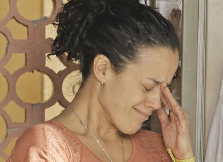 Domingas chora com abuso e sofre humilhação