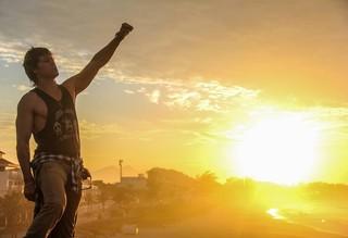 Théo Becker grava clipe no Rio (Foto: Peter Neylon / Divulgação)
