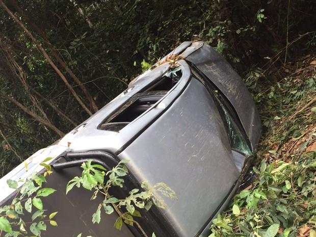 Resultado de imagem para Na tarde desta quinta-feira (15) o carro onde estava o deputado estadual Celso Sabino (PSDB) e mais dois assessores, capotou na estrada que liga os municípios de Baião à Breu Branco, no nordeste do Pará.