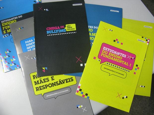 Kit com cartilhas de prevenção ao bullying serão distribuídos para professores da rede estadual de São Paulo (Foto: Vanessa Fajardo/G1)