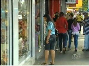 Novo horário do comércio de rua começa a valer nesta segunda-feira (5), em Goiânia. (Foto: Reprodução/TV Anhanguera)