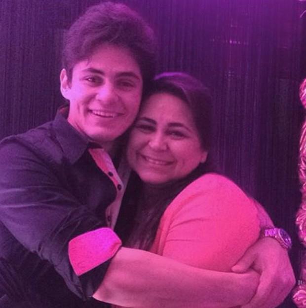 Lucas com a mãe, Laudiceia Veloso (Foto: Reprodução/Instagram)
