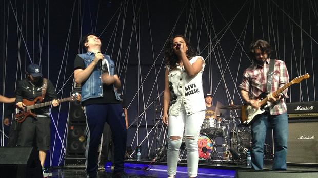 Anitta e Jota Quest ensaiam no Msica Boa Ao Vivo (Foto: Multishow)