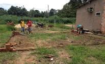 Amigos ajudam jovem que perdeu casa (Junior Freitas/G1)