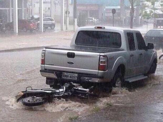 Chuva Pará de Minas (Foto: JC Notícias/Divulgação)