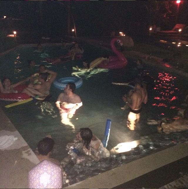 Festa na casa de Demi Moore há duas semanas (Foto: Reprodução/Instagram)