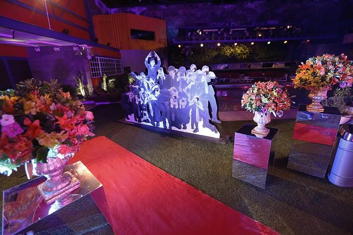 Mural com fotógrafos e tapete vermelho que fazem referência às noites de premiações, como o Oscar, por exemplo (Foto: (Raphael Dias / Gshow))